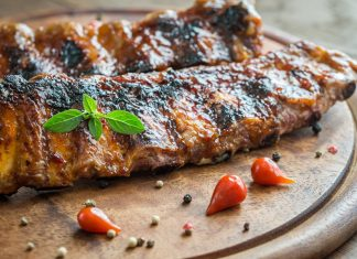 Coaste de porc cu sos de mustar si miere